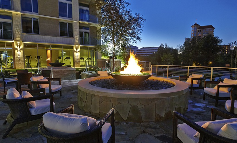 Outdoor Lounge / Fire Pit
